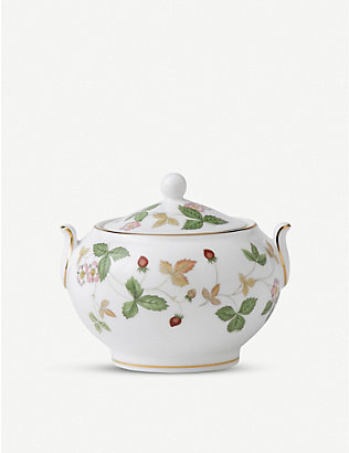 WEDGWOOD: Wild Strawberry bone china sugar box 8cm