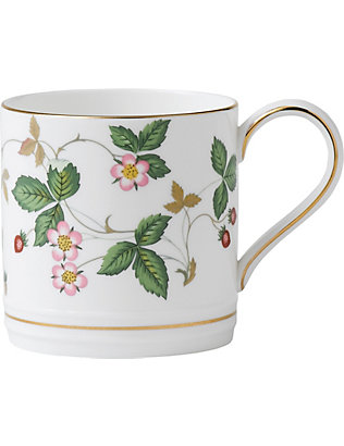 WEDGWOOD: Wild Strawberry bone china and 22ct gold mug 300ml