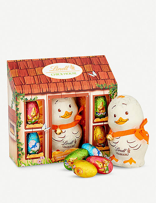 LINDT: Milk chocolate chick house 140g