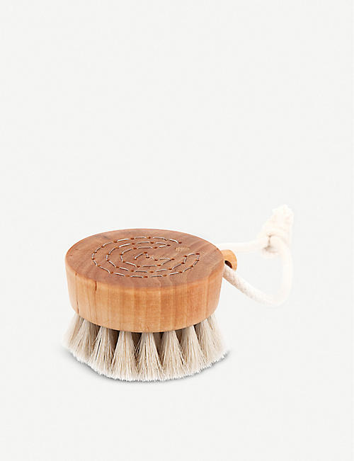 THE CONRAN SHOP: Iris Hantverk wooden bath brush puck