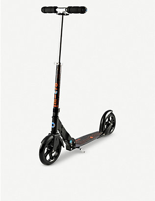MICRO SCOOTER: Micro black adult scooter