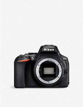 NIKON: Nikon D5600 DSLR and 18-55mm Kit