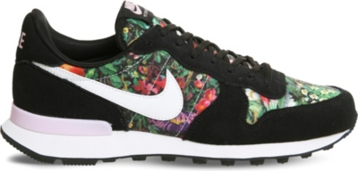 nike internationalist quickstrike christmas