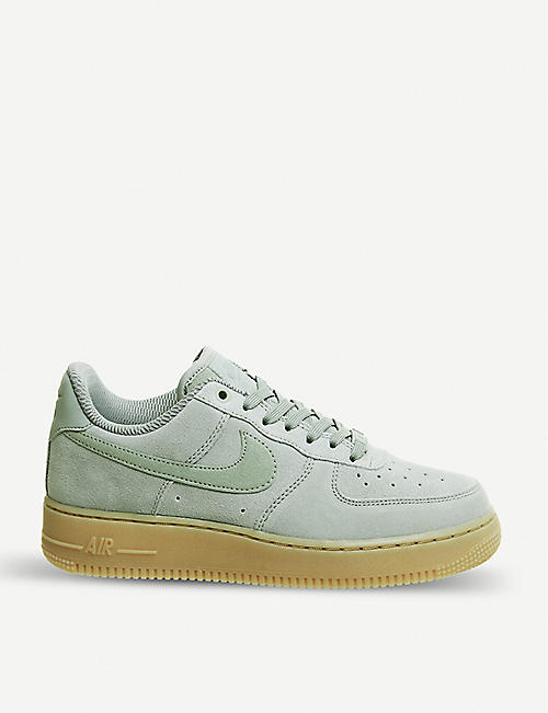 the latest adb39 d3b6f NIKE Air Force 1 07 lsuede trainers