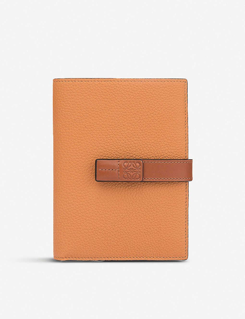 Loewe Medium Vertical Grained-leather Wallet In Light Caramel/pecan