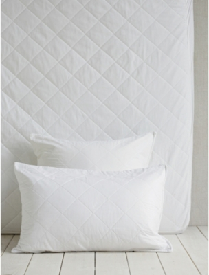 THE WHITE COMPANY Luxury anti-allergy standard pillow protector 50x75cm