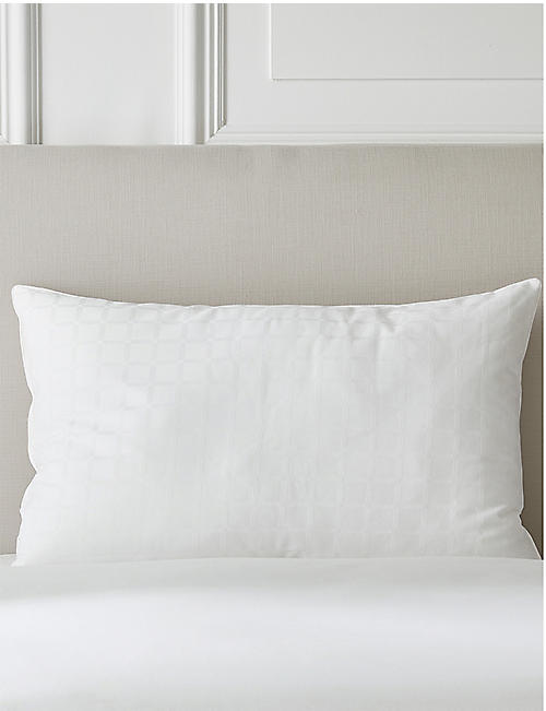 THE WHITE COMPANY: Hypo-Allergenic pillow