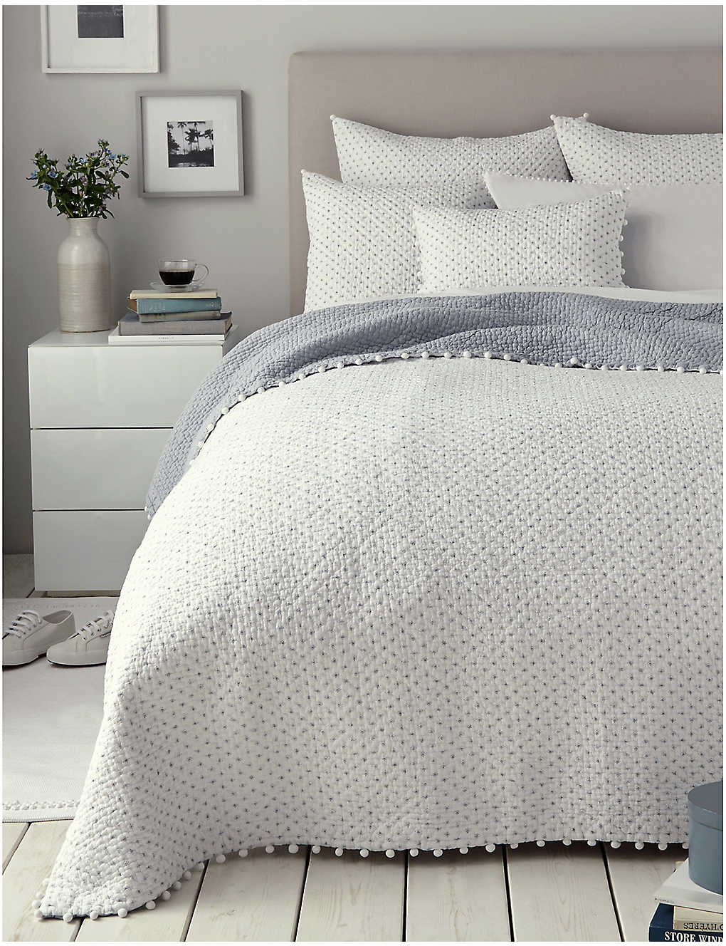 THE WHITE COMPANY: Brittany double cotton voile quilt