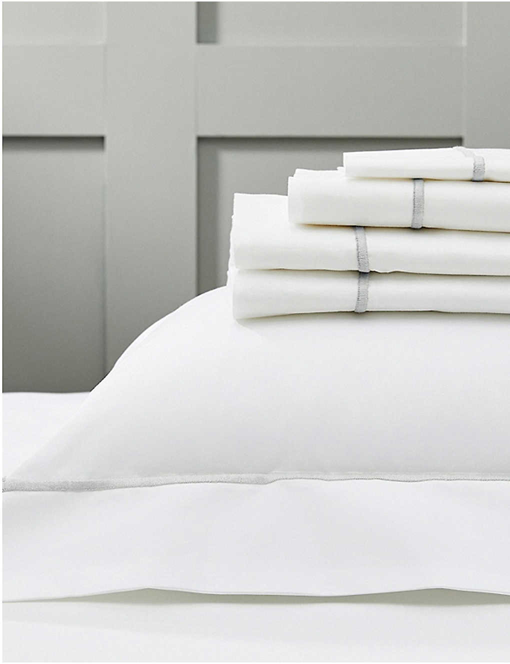 THE WHITE COMPANY: Savoy cotton super king flat sheet 305cm x 275cm