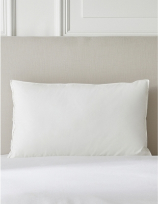 THE WHITE COMPANY Deluxe Down Alternative super king pillow