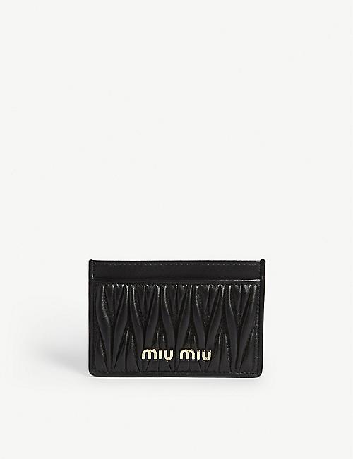 MIU MIU: Porte-cartes en cuir matelassé matelassé