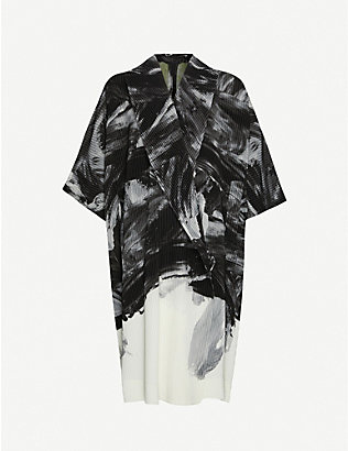 HOMME PLISSE ISSEY MIYAKE: Abstract-print pleated oversized woven coat