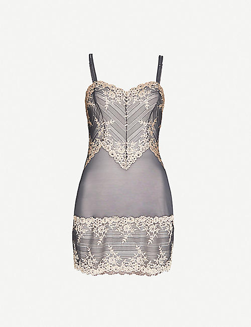WACOAL: Embrace Lace stretch-lace chemise