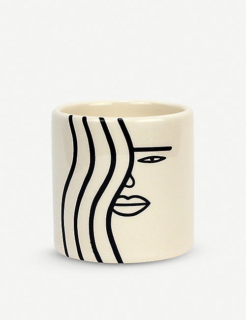 LOUISE MADZIA: Wavy Girl mini earthenware planter 6.7cm