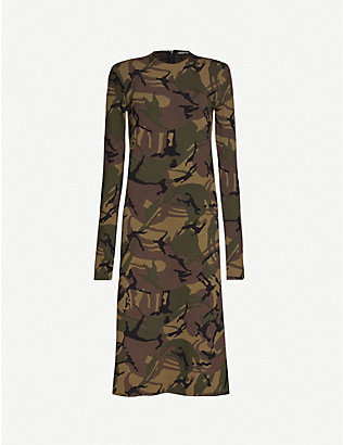KWAIDAN EDITIONS: Camo-print long-sleeved woven midi dress
