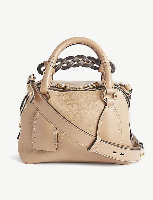 CHLOE: Petit sac à bandoulière en cuir Daria