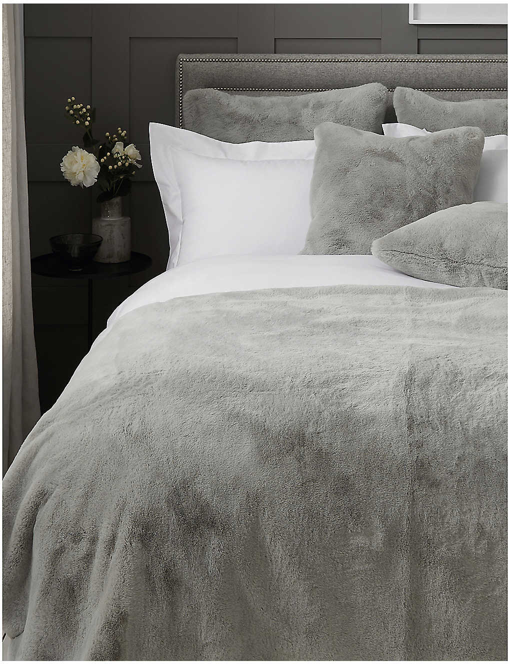 THE WHITE COMPANY: Faux-fur throw 200cm x 140cm