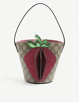 GUCCI: Kids GG Supreme strawberry appliqué canvas bucket bag