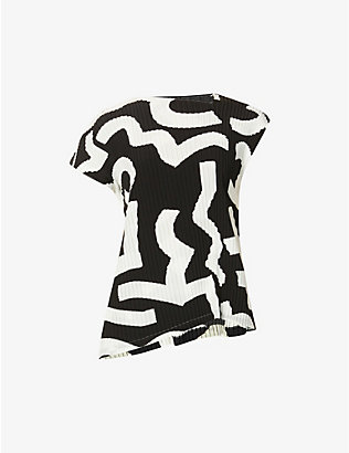 ISSEY MIYAKE: Graphic-print pleated jersey top