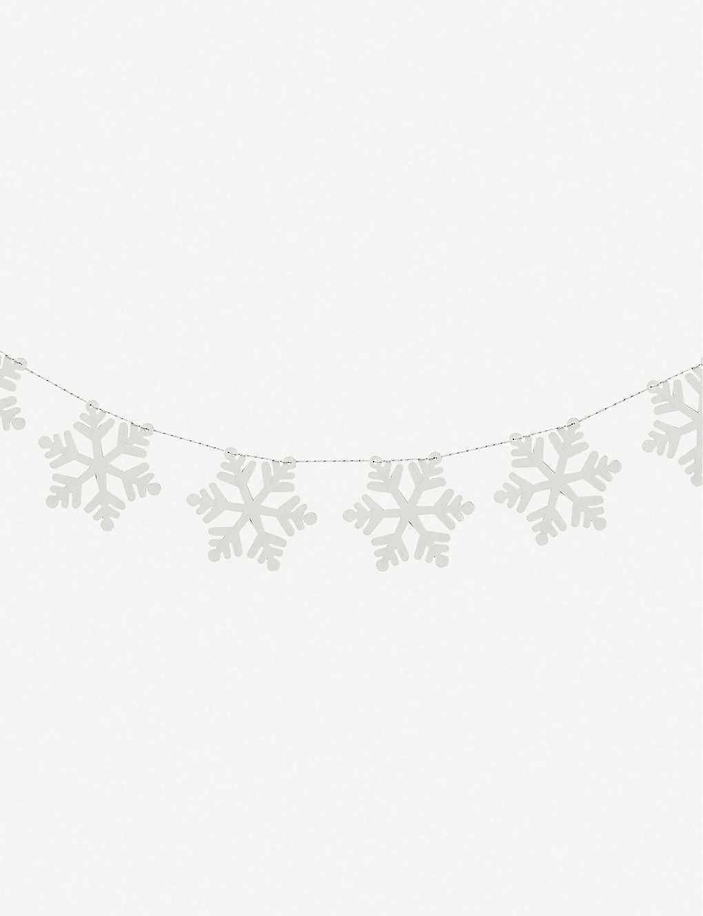 GINGER RAY: Snowflake wooden bunting