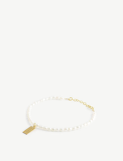 HERMINA ATHENS: Hermina tag yellow gold-plated sterling silver and pearl bracelet