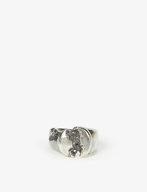 CHIA HUNG SU: Eroded-detail silver ring