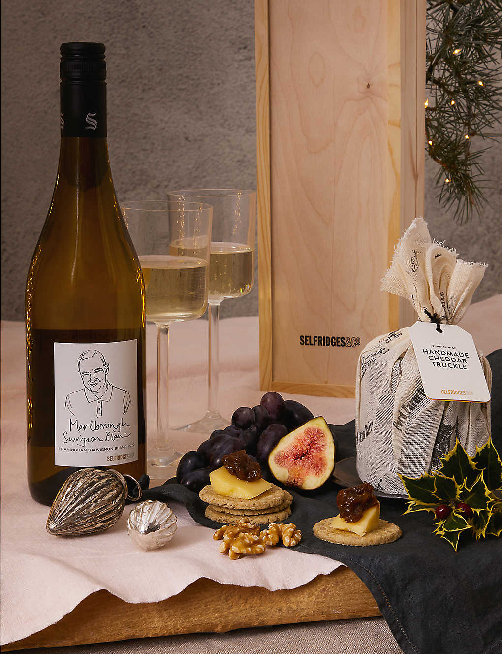 SELFRIDGES SELECTION: Cheddar & Wine gift box