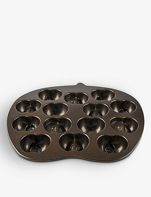 NORDICWARE: Apple Slice cast-aluminium cakelet pan 30.5cm