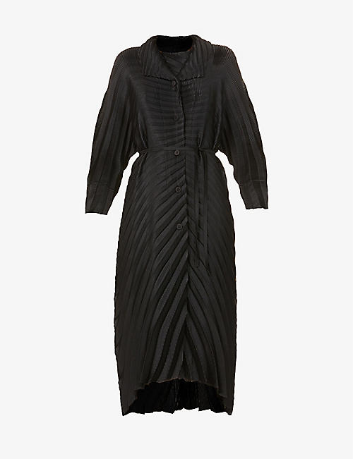 ISSEY MIYAKE: Belted pleated woven coat