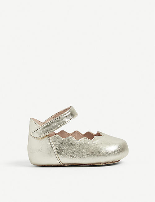 CHLOE: Scalloped leather crib shoes 0-6 months