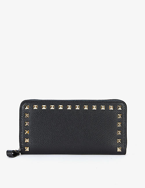 VALENTINO GARAVANI: Rockstud zip-around leather wallet