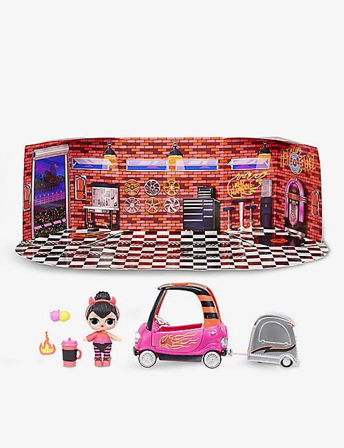 L.O.L. SURPRISE: Furniture Auto Shop and doll playset